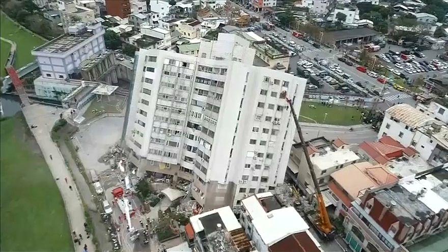 شاهد:  لحظة وقوع انهيارات جراء زلزال بتايوان
