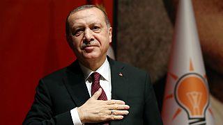Recep Tayyp Erdogan mantém pressão sobre alegados golpistas