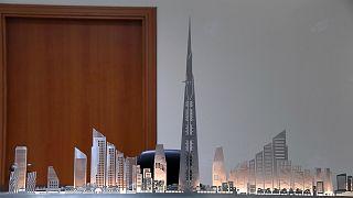 شاهد.. السعودية تواصل بناء أطول برج في العالم رغم اعتقال بعض المقاولين في إطار الحملة على الفساد