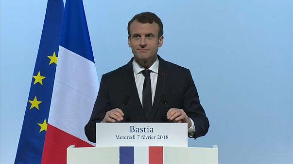 Macron e i Corsi: promessa la menzione dell'isola nella Costituzione. Basterà?