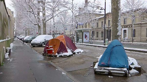 Бездомные страдают от холода