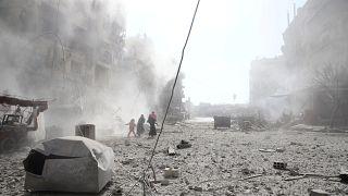 مقتل عشرات المدنيين في الغوطة الشرقية في قصف لطائرات النظام