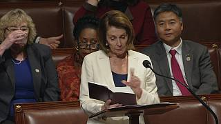 نانسی پلوسی با ۸ ساعت سخنرانی رکورد روند پارلمانی «اطاله بررسی» را شکست