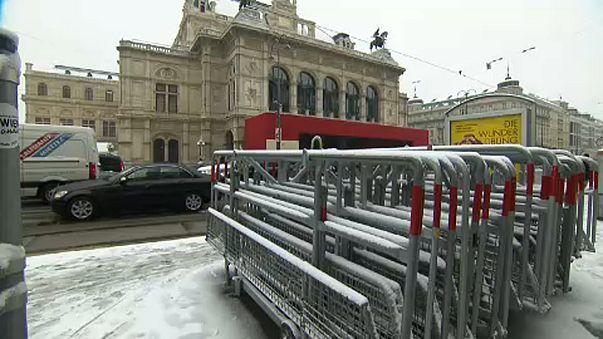 Lezárják a bécsi opera környékét a tüntetés miatt