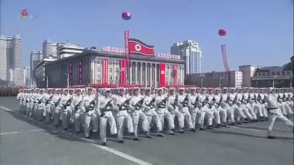 Újabb díszszemle Phenjanban
