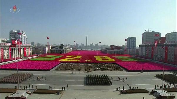 Coreia do Norte exibe exército na véspera dos Jogos de Pyeongchang