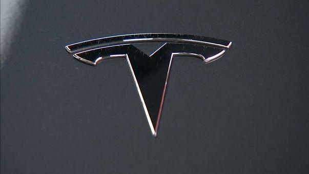 Auto: Tesla perde ancora, ma meno del previsto