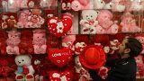 باكستان تحظر عيد الحب على الإذاعة والتلفزيون