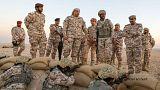 بالفيديو: وزير الدفاع القطري يتفقد بالزي العسكري أحد التمارين التعبوية بالقرب من الحدود السعودية