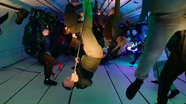 """De fiesta, sin gravedad. Éxito del primer vuelo """"Zero G"""""""