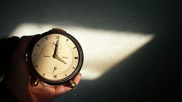 پارلمان اروپا بررسی میکند: آیا عقب و جلو رفتن ساعت به تاریخ میپیوندد؟