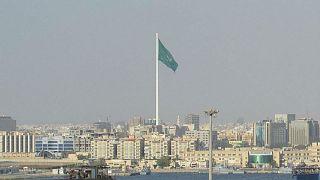 الأمن السعودي يردى رجلا قتيلا بعد خروجه عار من سيارته حاملا رشاشا بجدة