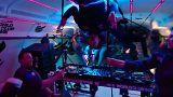 شاهد: حفل راقص يتحدى قوانين الجاذبية الأرضية!
