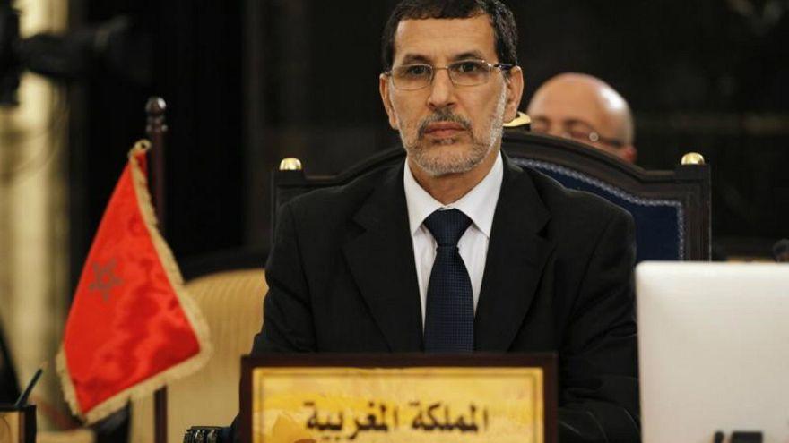 رئيس الحكومة المغربية يرد عبر تويتر على صحفي مغربي علق على أزمة تساقط الثلوج