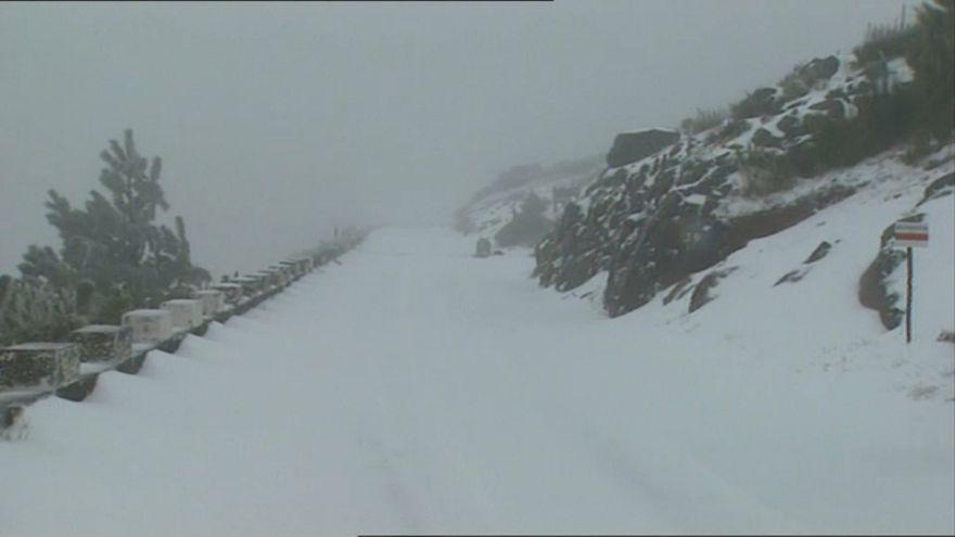 La isla de Madeira se viste de blanco