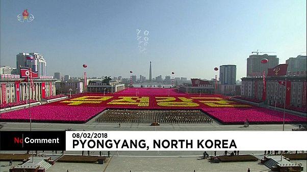 Coreia do Norte apresenta demonstração de força militar