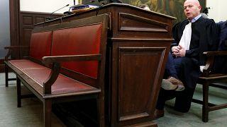 Le procès Abdeslam se poursuit en son absence
