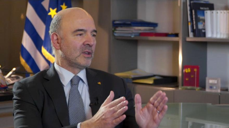 Moscovici viaja a Grecia para asegurar la fecha del fin del rescate