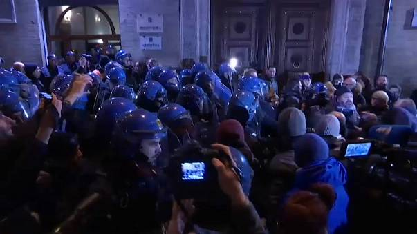 Italy: Police and neo-Nazi activists clash at demonstrations in Macerata