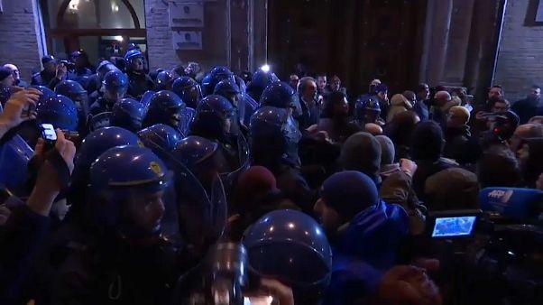 Italie : des néo-fascistes manifestent à Macerata