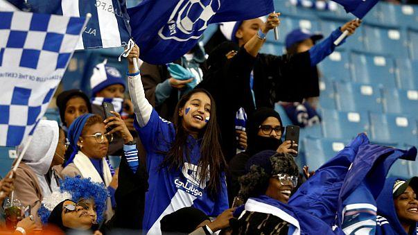 شادی تماشاگران زن حاضر در ورزشگاه ملک فهد در ریاض