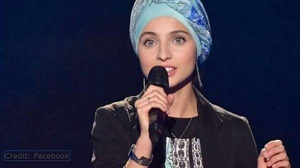 """المتسابقة السورية المحجبة في نسخة """"ذا فويس"""" الفرنسية تعلن انسحابها"""