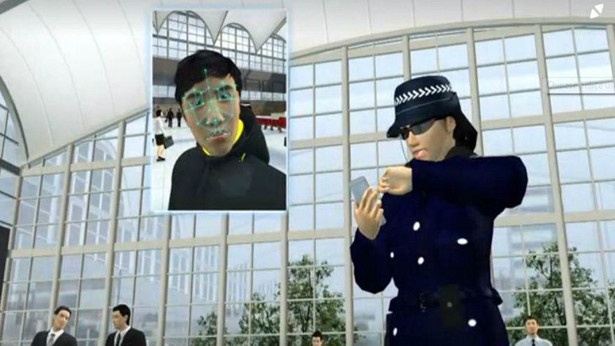 الشرطة الصينية تستعمل نظارات تكشف عن المشتبهين بهم