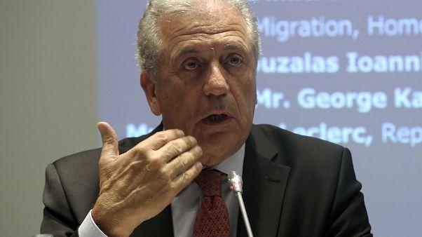 «Κουκουλοφόρους, ψευδομάρτυρες και σκευωρία» καταγγέλλει ο Δ. Αβραμόπουλος στην υπόθεση Novartis