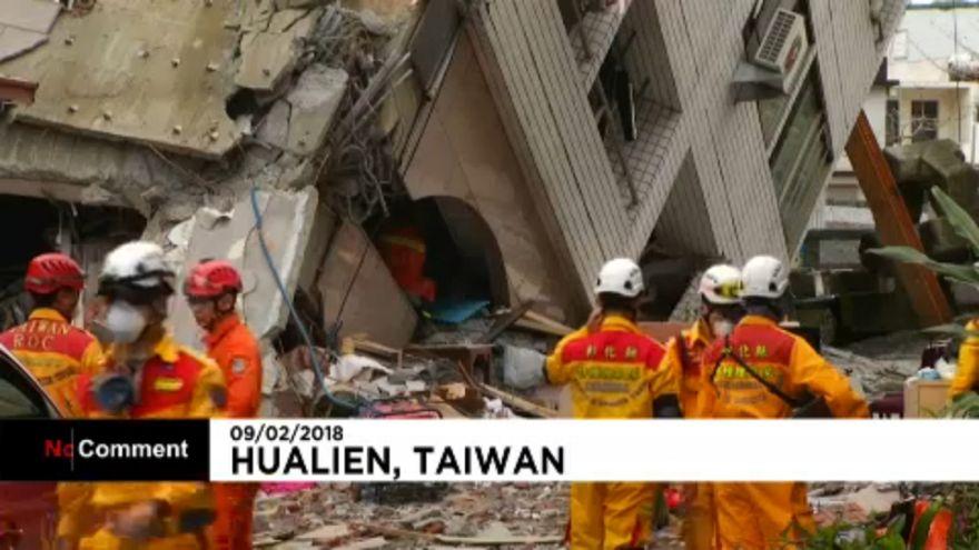 Folytatják a túlélők keresését Tajvanon