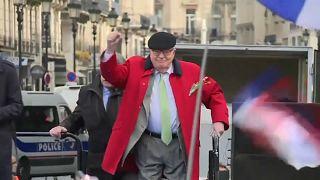 Ле Пен: исключён, но почётен