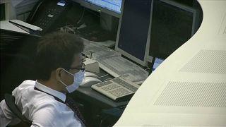 """Achterbahnfahrt an den Weltbörsen geht weiter: """"Anleger reagieren defensiver"""""""