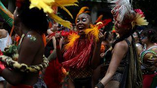 Dans les rues de Rio, l'autre Carnaval, sans les paillettes