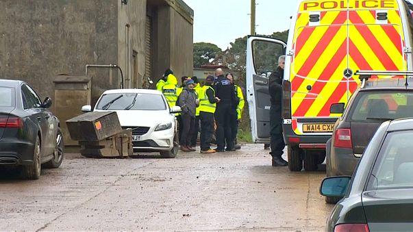 اعتقال ثلاثة أشخاص احتجزوا مائتي مهاجر داخل مزرعة في بريطانيا