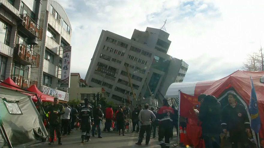 Taiwan: si cercano superstiti sotto le macerie