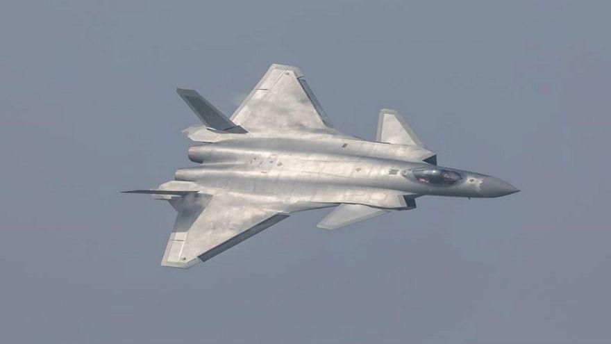 """الطائرة """"الشبح"""" الصينية تدخل الخدمة"""