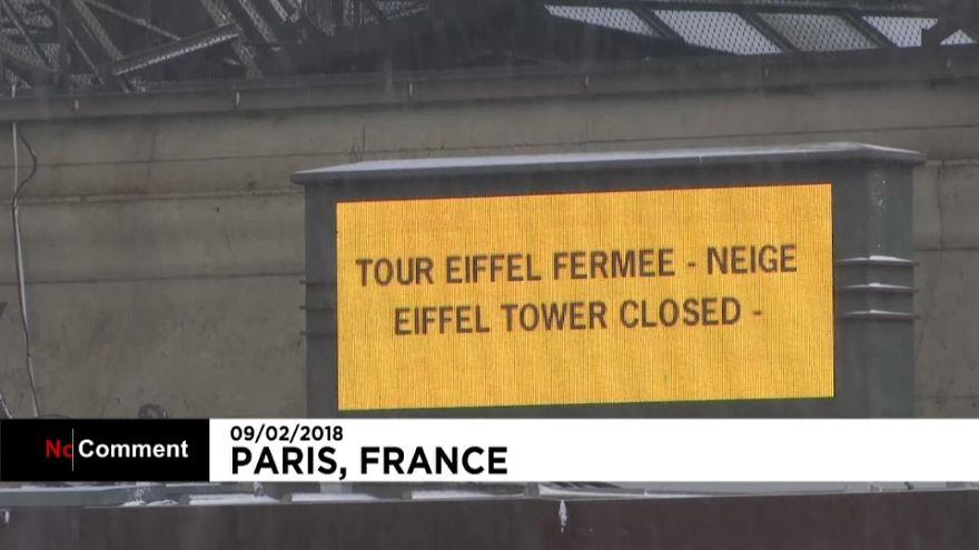 La Torre Eiffel, cerrada por nieve