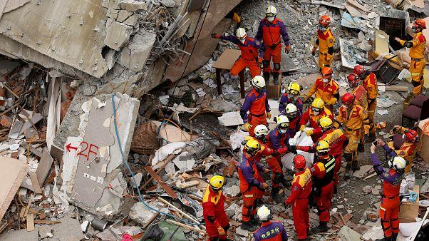 Tayvan'daki depremin ardından arama kurtarma çalışmaları sürüyor