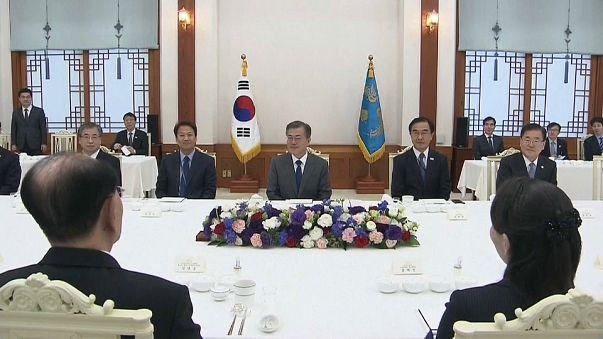 شاهد لقاء الرئيس الكوري الجنوبي بشقيقة زعيم كوريا الشمالية
