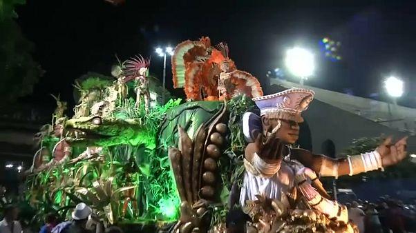 Rio Karnavalı renkli gösteriyle başladı