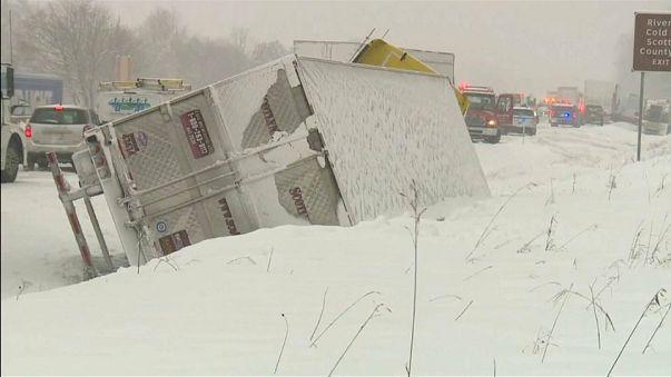 Neve nel Midwest americano: vittime e caos