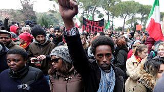 Les antifascistes marchent à Macerata