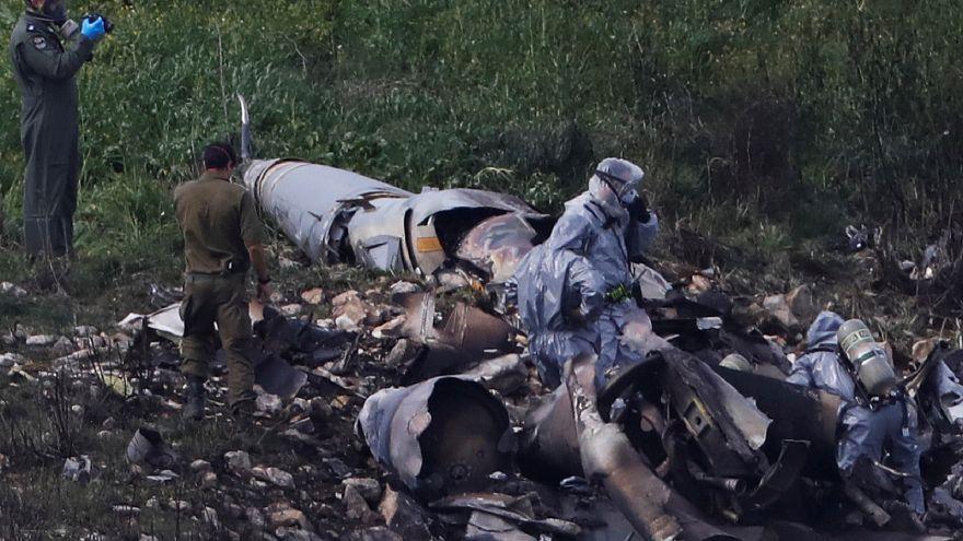 حطام طائرة مقاتلة إسرائيلية قرب قرية في إسرائيل