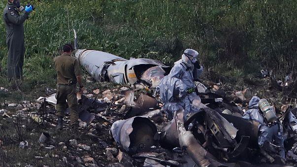 صورة لحطام المقاتلة الإسرائيلية التي أسقطها نظام الدفاع الجوي السوري