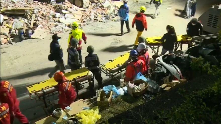 Halladas las dos últimas víctimas del terremoto de Taiwán