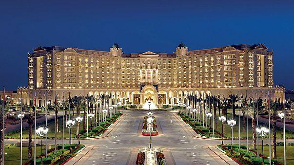 شاهد..فندق ريتز كارلتون الرياض يعيد فتح أبوابه أمام النزلاء