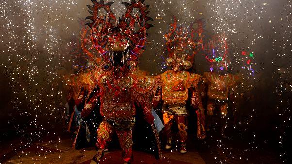 Karneval surreal - die Paraden von Oruro