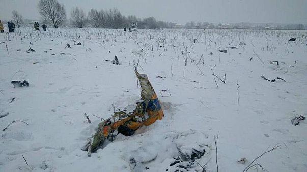 """حطام طائرة تابعة لشركة الروسية """"ساراتوف"""" للطيران سقطت في منطقة موسكو"""
