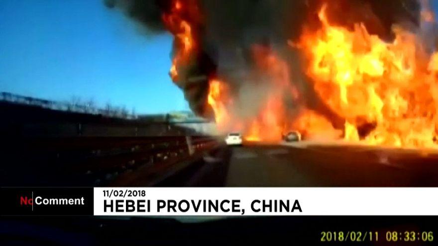 Mur de feu sur une autoroute en Chine