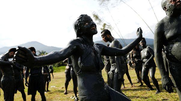 Brezilya'nın çamur karnavalı: 'Bloco da Lama'