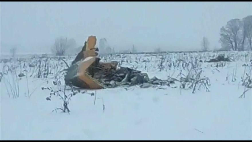 Mueren 71 una personas al estrellarse un avión cerca de Moscú